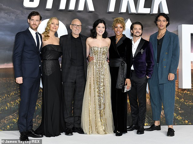 Which team: the cast posed together during the event, before the screening began