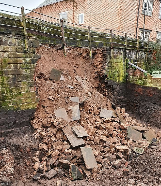 A section of Chester's ancient Roman walls has collapsed as private developers Walker and Williams were building luxury hotel apartments nearby. The chunk of wall fell near Newgate Street in Chester, on Thursday evening