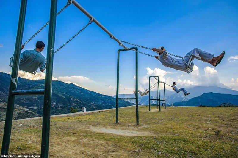 This snap of young men on swings is simply titled 'Enjoying' and was taken by @adeelchishti from Pakistan in his country's Upper Dir Park