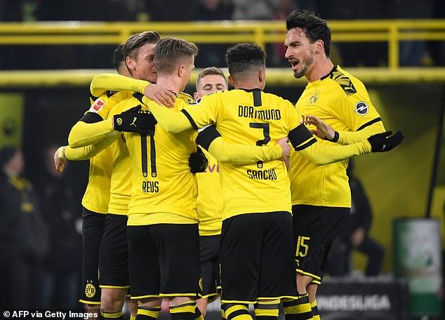 Боруссия Дортмунд поднялся на третье место в таблице Бундеслиги с решительной победой