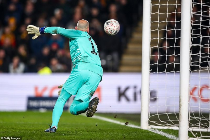 Willy Caballero was left scrambling back across his goalmouth, wrong-footed, after the ball changed direction mid-flight