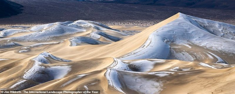 This shot of the wave-like Eureka Dunes in Death Valley, California, was captured by American snapperJim Hildreth