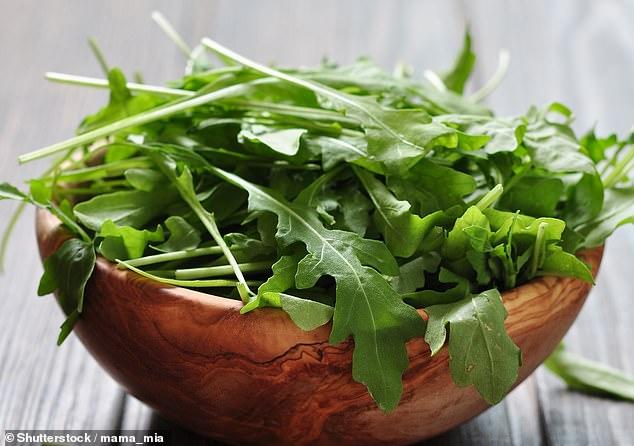 Говоря о страхах здоровья (см. Элтона в другом месте), в новом докладе утверждается, что салат вызывает рак. В частности, листья ракеты, особый фаворит здоровых едоков [File photo]