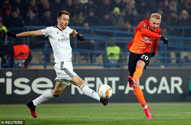Shakhtar Donetsk's Viktor Kovalenko shoots at goal during the 2-1 victory over Benfica
