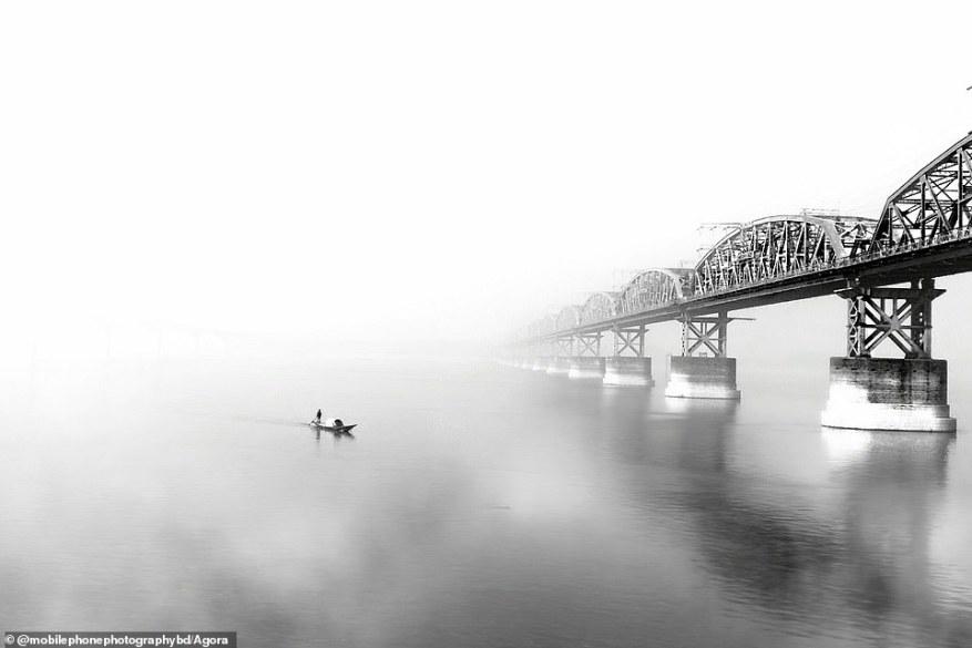 Bangladeshi photographer @mobilephonephotographybd captured this mesmerising shot of a bridge inIshurdi, Bangladesh, shrouded in fog