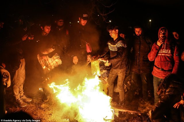 Migrants set fire to keep themselves warm while waiting at Turkey's border with Greece near Pazarkule Customs Gate in Edirne, Turkey on February 28