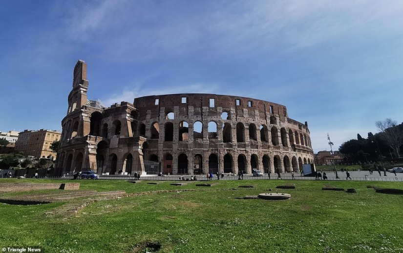 The Colosseum in Rome, which usually lifts tourists and people trying to sell them, has been abandoned