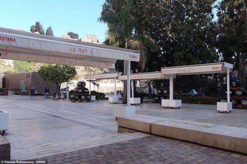 Málaga's famous tapas bar El Pimpi was also empty