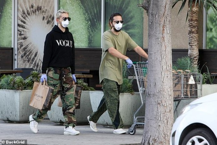 Resultado de imagen de Tom Kaulitz Tests Negative for Coronavirus After Getting Tested with Wife Heidi Klum