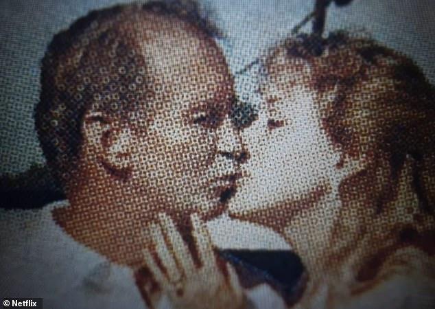 «На самом деле никаких оснований»: режиссерский дуэт Эрик Гуд и Ребекка Чайкли взяли интервью у помощников Дона (L) и членов семьи, убежденных, что Кэрол (R) использовала мясорубку, чтобы уничтожить его тело, и «покормила его тиграми».