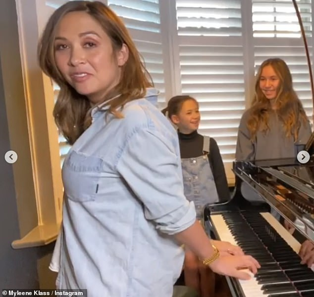Skills:On Friday Myleene uploaded a video showing her teaching the difference between 'major' and 'minor', but she soon stunned when she turned around and began tickling the ivories behind her back