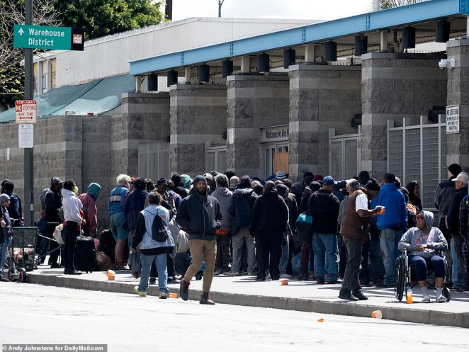 Skid Row is home to 5,000 homeless people ¿ 3,000 of whom sleep in shabby tents or wrapped in blankets on the sidewalk itself