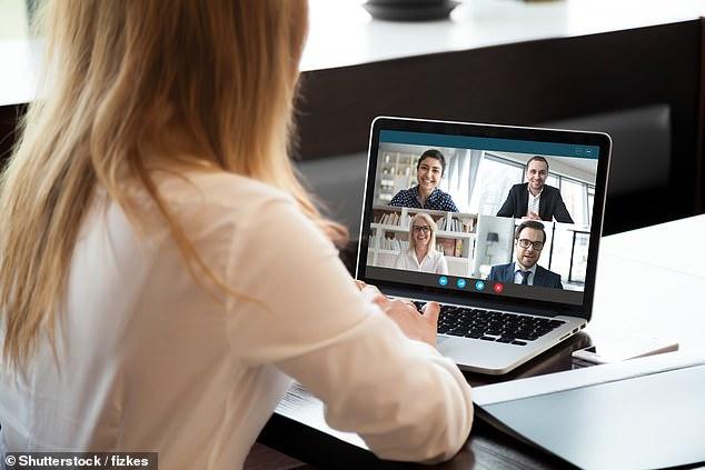 По мере того, как австралийцы все чаще работают из дома, чтобы предотвратить распространение коронавируса, миллионы людей заходят в приложение для видеоконференций Zoom для проведения встреч (изображение)