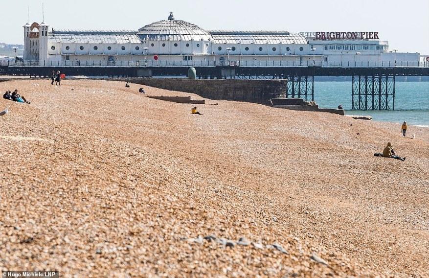 El mismo lugar fue abandonado en gran medida el domingo en el paseo marítimo de Brighton y Hove