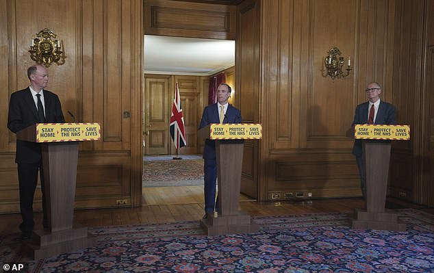 At the press conference, Minister of Foreign Affairs Dominic Raab, who replaces Prime Minister Boris Johnson while he is still in intensive care in the hospital, stressed the government's commitment to carry out 100,000 tests of coronavirus daily by the end of the month.