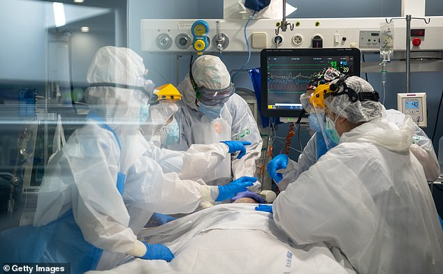 Caregivers in protective clothing yesterday treated a patient in the intensive care unit of the Hospital del Mar in Barcelona. Most of the hospital's capacity is devoted to patients with viruses