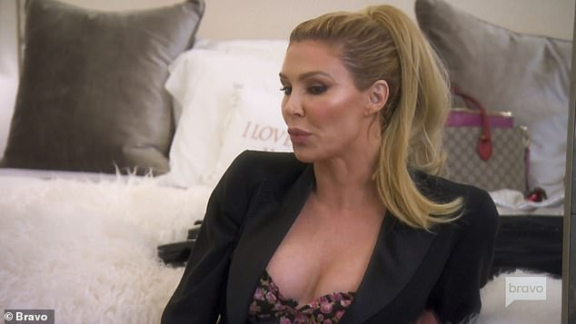 Autour de la scène: Brandi Glanville n'est pas apparu lors de la première de la saison 10 de The Real Housewives Of Beverly Hills, diffusée mercredi. Mais la présence du mannequin de 47 ans a été ressentie lorsqu'elle a tweeté pendant le spectacle