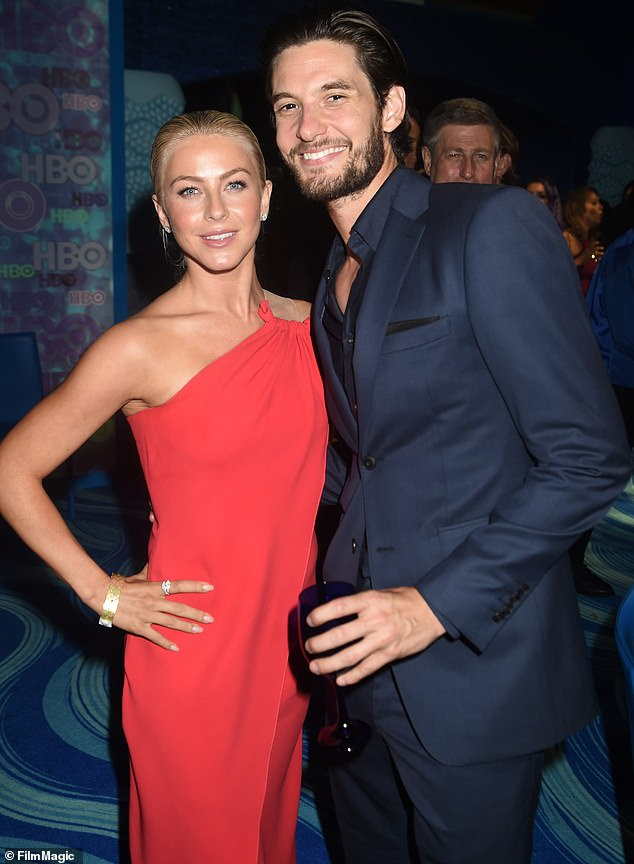 Julianne Hough Is Out Of His Forties With Handsome British Actor Ben Barnes In La Fr24 News English