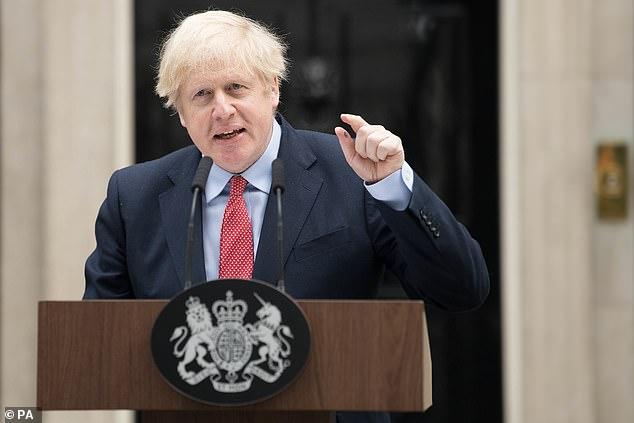 El Sr. Zuniga fue tratado en cuidados intensivos en el Hospital St Thomas en Londres al mismo tiempo que el Primer Ministro Boris Johnson (en la foto hablando en 10 Downing Street esta mañana)