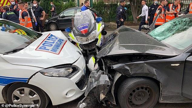 Un terroriste présumé de l'Etat islamique a été arrêté à Paris la nuit dernière après avoir écrasé deux motards de la police à grande vitesse entre sa BMW et une voiture de patrouille (photo)