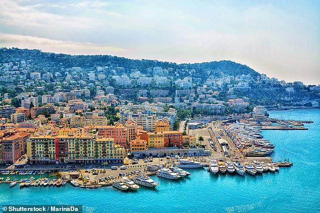 Les chefs de voyages européens appellent à la création de «corridors touristiques» afin que les centres de vacances puissent rouvrir à temps pour l'été. Sur la photo: la Côte d'Azur en France