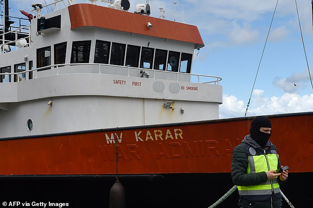 Spain detained 15 crew members from Karar, a ship that departed from Panama in early April and stopped off the coast of Venezuela where 4,000 kilos of cocaine was loaded