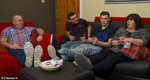 Favoris des fans: la famille Manchester est populaire parmi les téléspectateurs et a toujours un bol de délicieuses collations devant eux quand elle regarde la télévision