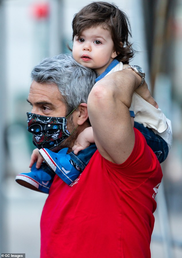 Sharing nannies: In Monday's episode of his program SiriusXM Radio Andy, Andy Cohen revealed that the ex-nanny of his son, Ben, one year old, now works for his friend Anderson Cooper, father of the new -born Wyatt; Andy seen with his son Ben in New York this weekend