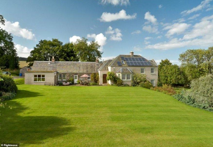 Esta impresionante propiedad está en el mercado por menos de £ 600,000 y cuenta con cinco habitaciones y estos hermosos jardines.