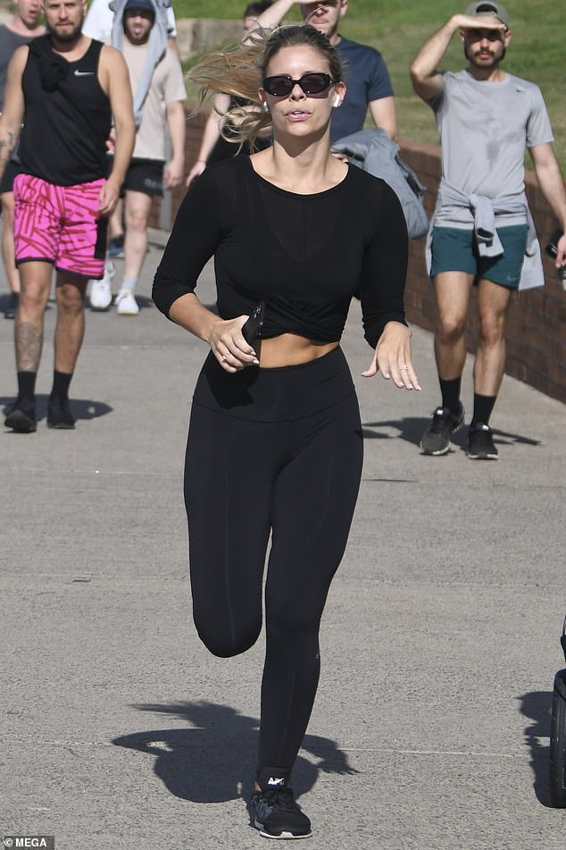 Babe on the run! Model Natasha Oakley stepped out for a light jog in Bondi on Wednesday and flashed her washboard abs in a crop top