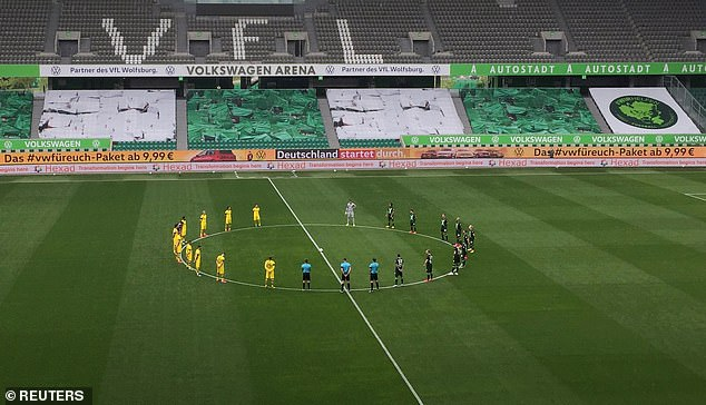 A minute of silence was held before the match for the victims of the coronavirus epidemic