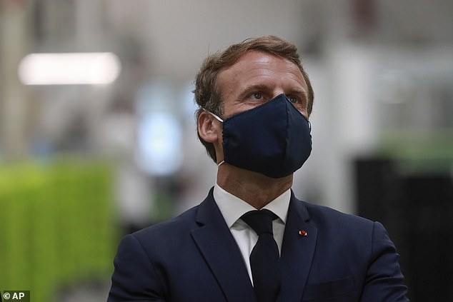 Macron's government has repeatedly stated that there was no pill providing ordinary masks for the general public in the first weeks of the crisis, but backed down last month after the first delivery of more than two billion masks from China
