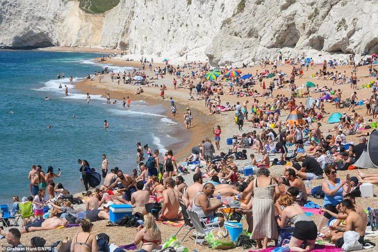 Durdle Door in Dorset is filled with visitors this afternoon, despite four people being injured and the air ambulance being called on yesterday