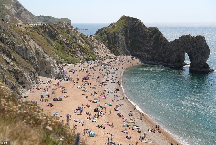 Crowds have returned to Durdle Door today after the air ambulance was called to the Dorset beach on Saturday afternoon