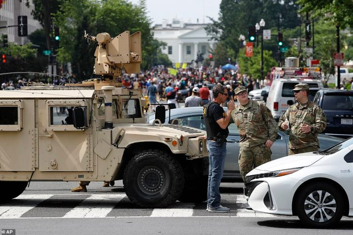 WASHINGTON, D.C .: The streets around the White House have been closed and marked with checkpoints as the National Guard prepares for a million people to descend on the city to demonstrate throughout Saturday