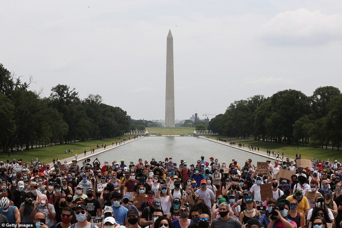 WASHINGTON, D.C .: Just after noon on Saturday, at least 3,000 protesters gathered near the Lincoln Memorial and 3,000 others near the White House as a twelfth day of protests began across the United States.