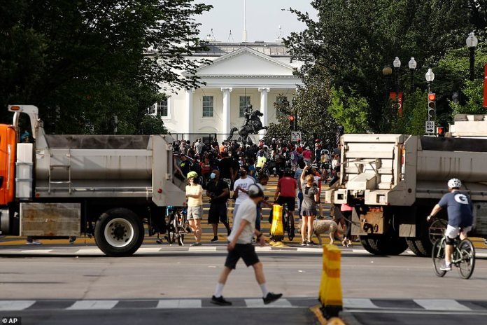 WASHINGTON, D.C .: Crowds began to gather early Saturday with the start of the first demonstration. There are a number of demonstrations that take place throughout the day, organized by different organizations which should mix and merge