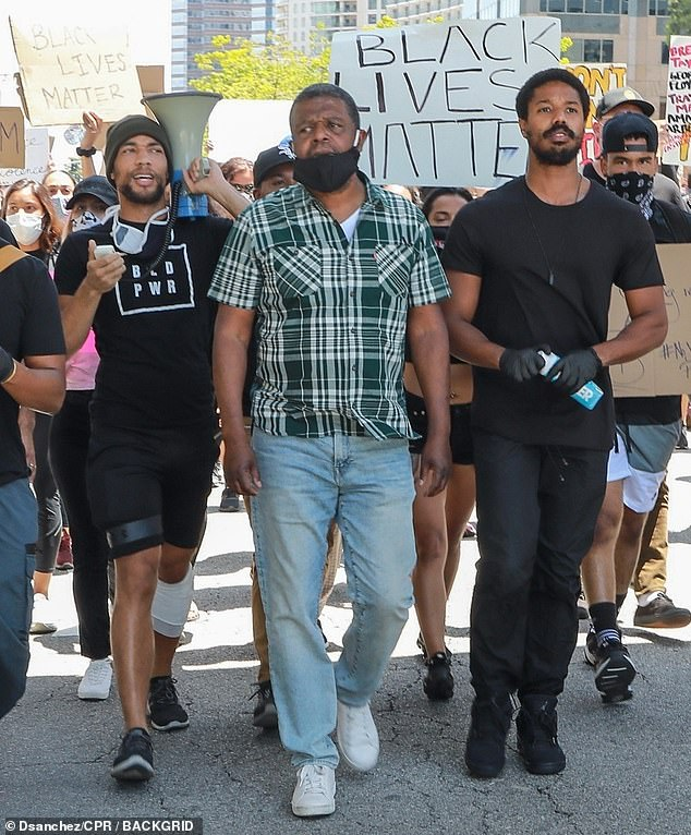 Protest: The actor of Black Panther, actor of 33 years, who wore black, reflected on a large and animated crowd on the way in which a certain number of his roles, in particular in Fruitvale Station, Just Mercy and Fahrenheit 451, him taught racial injustice. He was joined by activist and precarious actor Kendrick Sampson