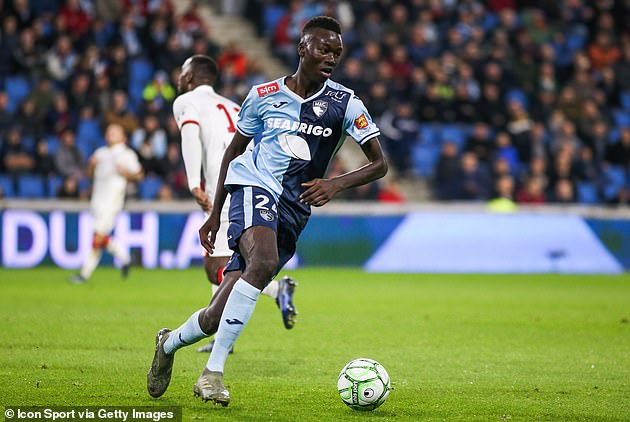 Marseille are closing in on a deal to sign Papa Gueye after Watford transfer confusion
