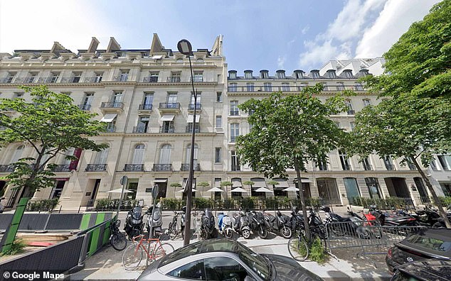 Maxwell is now admitted to having moved into an apartment on the Avenue Matignon, in Paris in the 8th Arrondissement