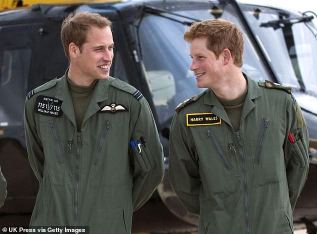 Lacey a déclaré que l'écriture du livre était à la fois `` douloureuse et passionnante '', admettant: `` J'ai été étonné et parfois ému aux larmes par les nouveaux détails et les nouvelles idées que j'ai découvertes en recherchant cette histoire de conflit familial. ''  Sur la photo: le prince William et le prince Harry à son cours de formation en hélicoptère militaire à Shrewsbury