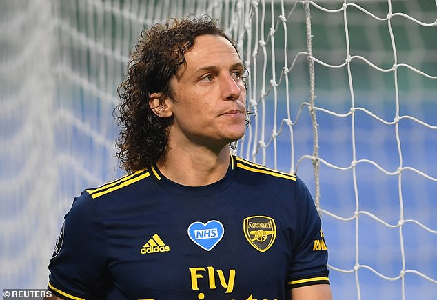 David Luiz a fait une autre mauvaise démonstration à Manchester City, laissant des points d'interrogation sur son avenir
