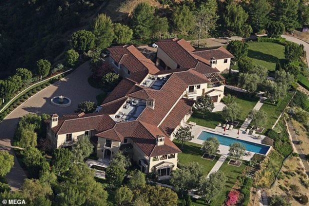 The couple currently live in Tyler Perry's $ 18 million mansion in Los Angeles, as they begin their new life away from the royal family.