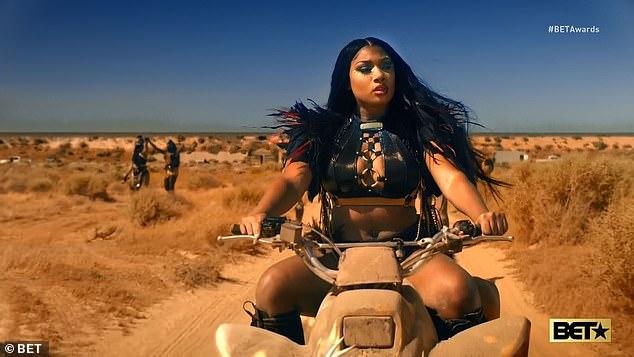 Road warrior: Le rappeur était à la tête d'un gang de femmes motocyclistes dans la vidéo qui rendait hommage aux films Mad Max du cinéaste australien George Miller