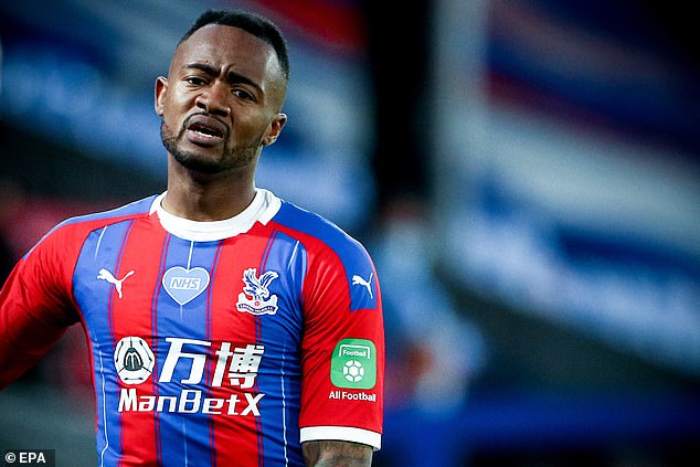 Ayew lost Palace's best chance in the second half on its way to the center of Zaha
