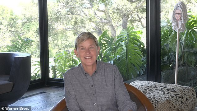 DeGeneres, 62 years, has continued to disseminate his day to show that it has been doing since 2003, from his living room in Santa Barbara, California mansion that she shares with her wife Portia De Rossi, 47