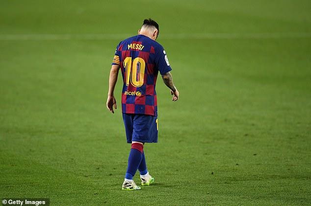 La star de Barcelone, 33 ans, envisage ses options au milieu de l'agitation au sein du club espagnol
