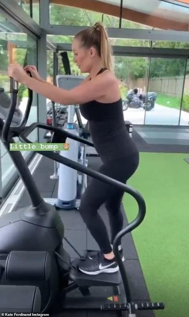 Attendu: Lundi, Kate a montré sa `` petite bosse '' alors qu'elle faisait transpirer sur la machine à pas pendant une séance à son gymnase à domicile