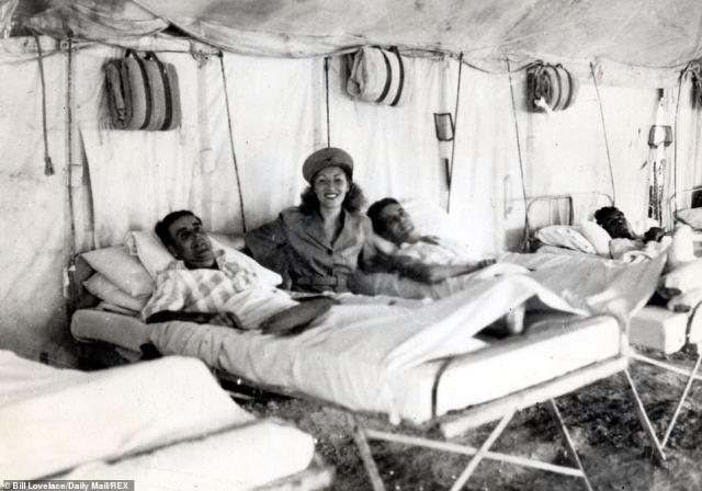 Vera Lynn with British servicemen in Burma in 1942 during the Second World War