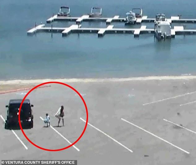 Le bureau du shérif du comté de Ventura a publié des images de vidéosurveillance montrant Naya Rivera et son fils de quatre ans arrivant au quai sur le lac Piru mercredi